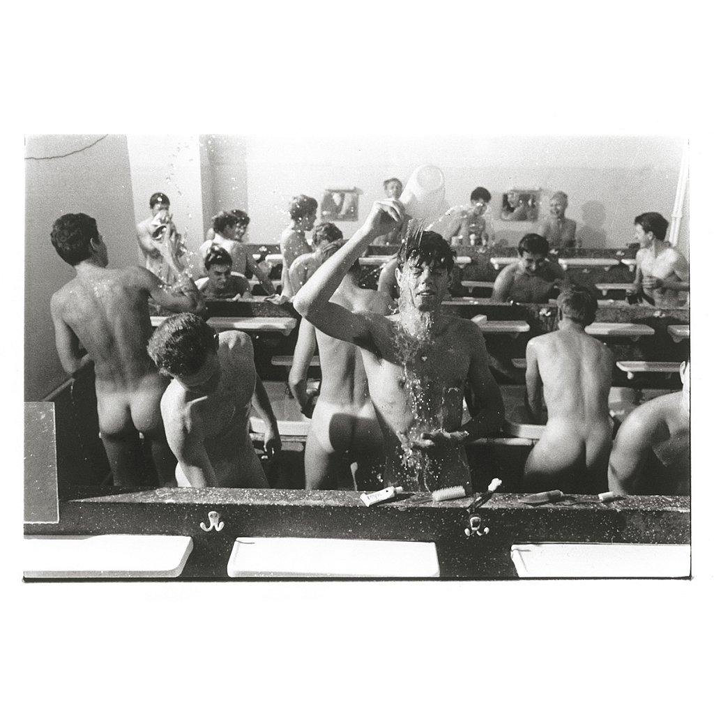 Beim Morgenduschen Schule Schloß Salem, 1963